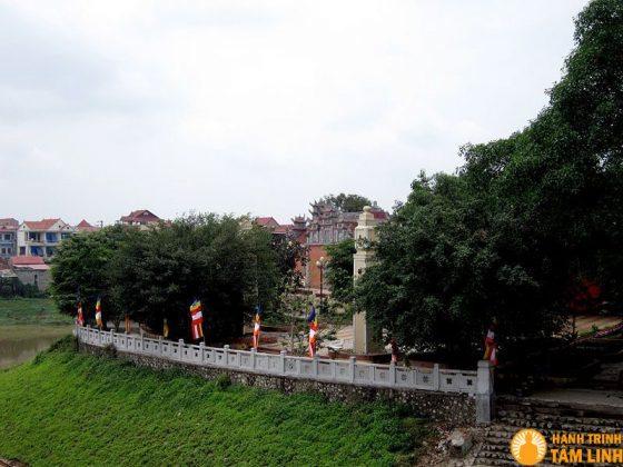 Bến đá Kỳ Cùng nơi chùa Thành tọa lạc