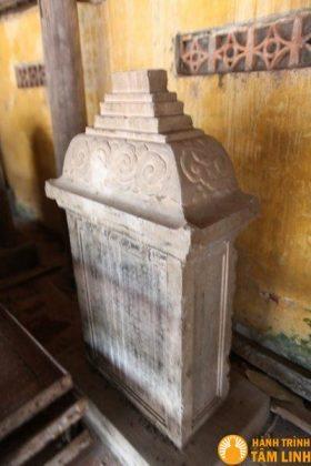 Bia đá cổ chùa Nành