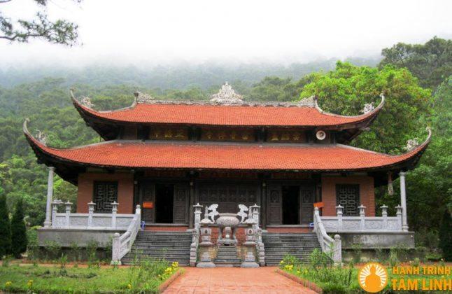 Chánh điện chùa Lôi Âm