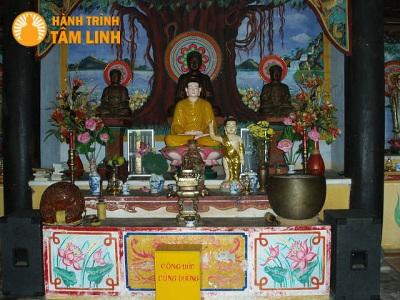 Chánh điện chùa Hải Tạng