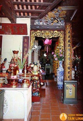 Chính điện chùa Cầu Đông