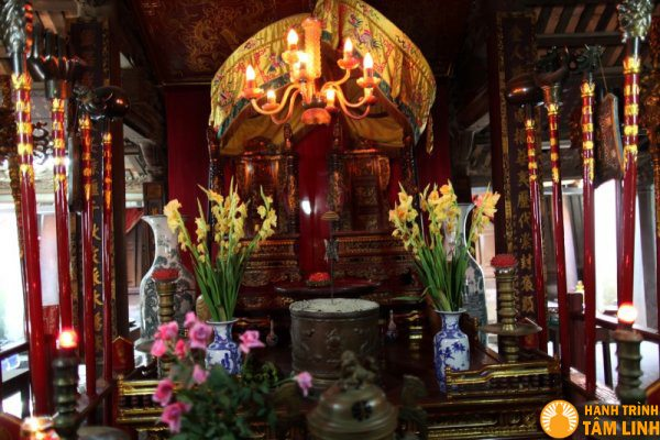 Chính điện chùa Chèm