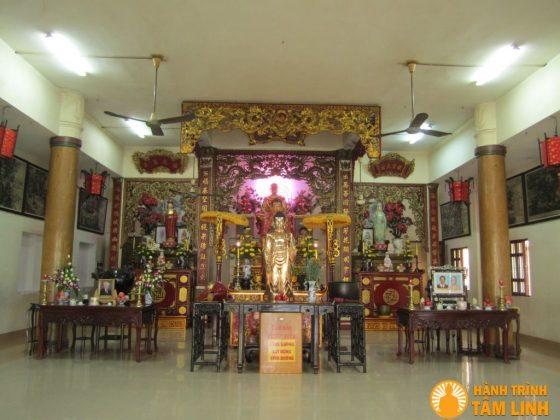 Chính điện chùa Vạn Phước