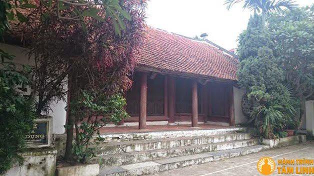 Chính diện cổng chùa Mật Dụng