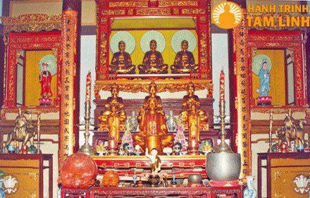 Chính điện thờ phật chùa Tịnh Quang