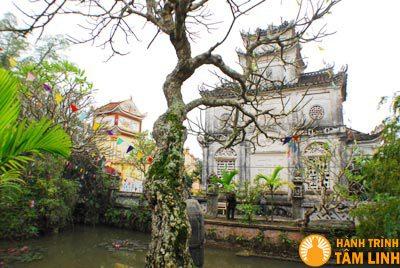 Khuôn viên ao chùa Cổ Lễ