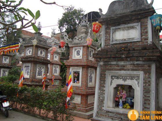 Tháp trong chùa Hộ Quốc