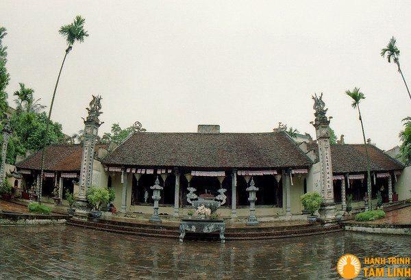 Chùa Kim Sơn với đền Mẫu và đàn Vạn Linh ở hai bên