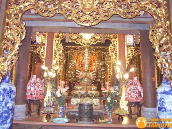 Bên trong chùa Thành (Diên Khánh Tự)