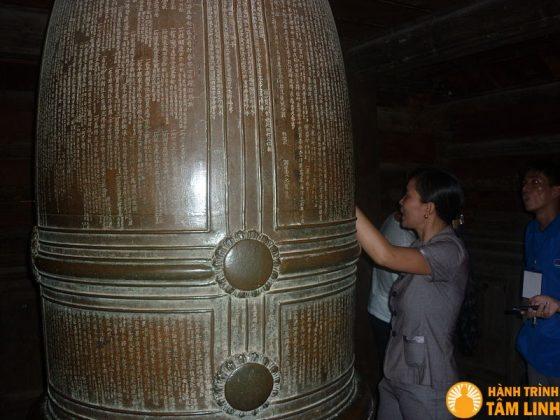 Chuông lớn chùa Keo (Vũ Thư, Thái Bình)