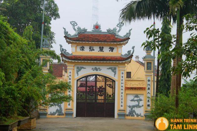 Cổng chùa Chèm - Hàm Long Tự