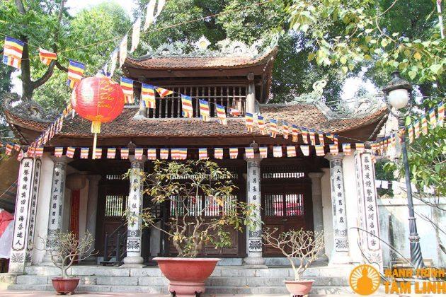 Cổng tam quan chùa Chân Tiên