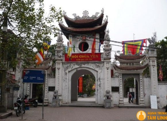 Cổng tam quan chùa Vua