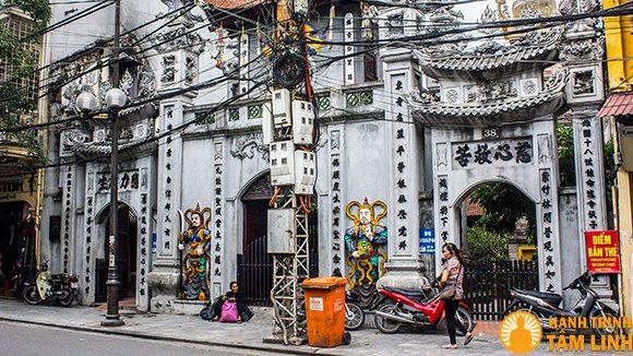 Cổng tam quan chùa Cầu Đông