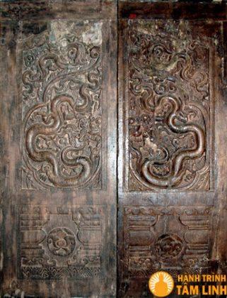 Cửa thời trần tại bảo tàng lịch sử học Việt Nam