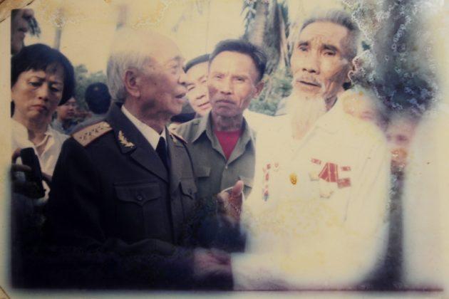 Đại tướng Võ Nguyên Giáp về thăm chùa An Xá