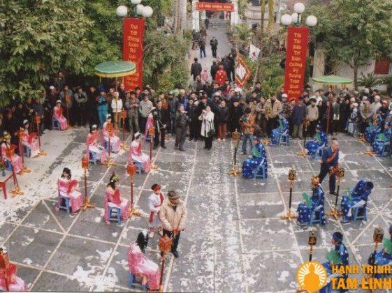 Đấu cờ người ở chùa Vua