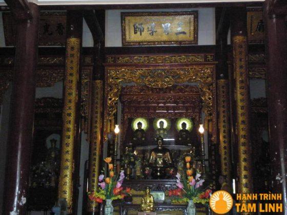 Điện phật của chùa Thuyền Tôn