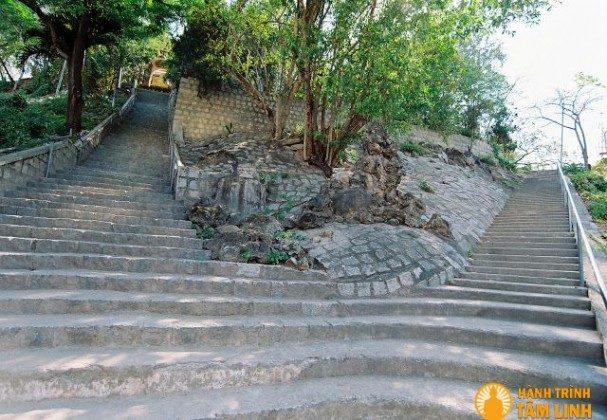 Đường lên chùa Hải Đức
