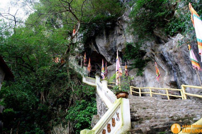 Đường lên chùa Tiên