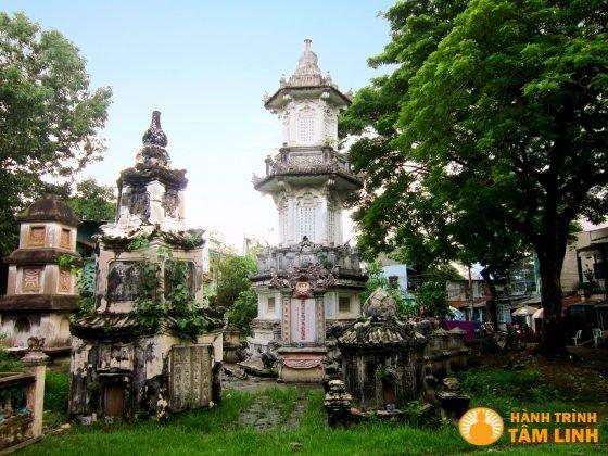Khu tháp mộ chùa Giác Viên