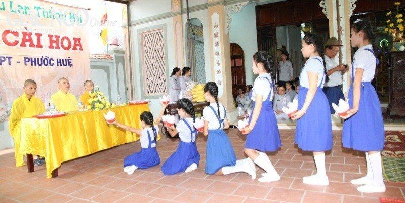 Lễ cài hoa chùa Châu Quang