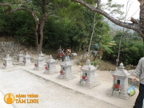 Lăng thờ các thiền sư chùa Hoa Yên