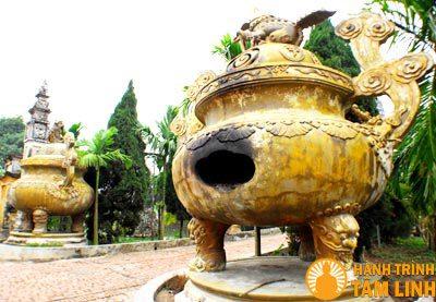 Lư đồng lớn của chùa Cổ Lễ