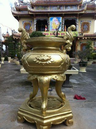 Lư Hương chùa Quang Minh