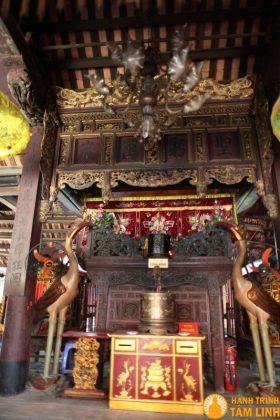 Mặt trước chính điện chùa Chèm