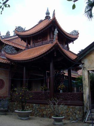 Một góc chùa Linh Sơn