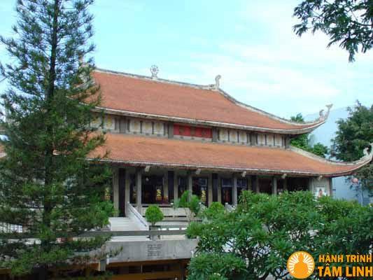 Ngôi chánh điện chùa Vĩnh Nghiêm
