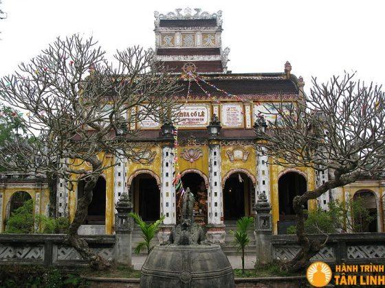 Phật điện Thần Quang Tự trong chùa Cổ Lễ
