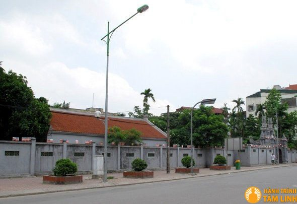 Phần sau chùa Kim Sơn nhìn từ đường Kim Mã