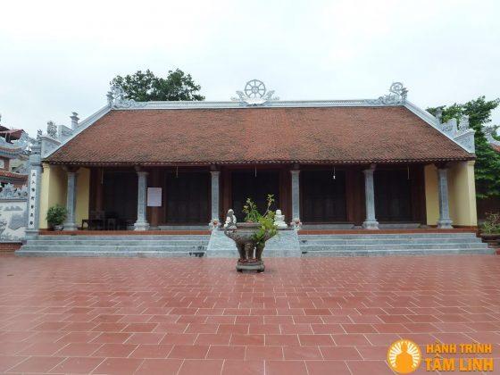 Sân chùa Nga My