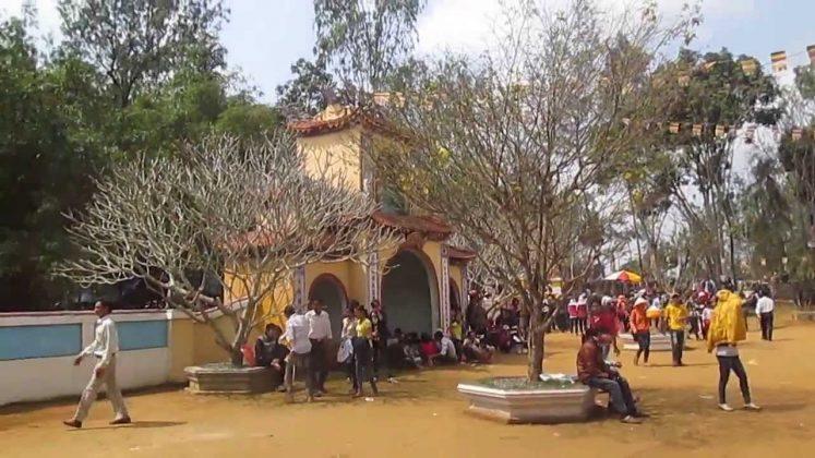 Sân chùa Thiên Ấn