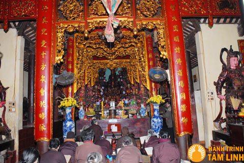 Tòa tam bảo chùa Quang hoa