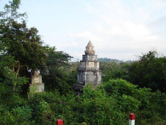 Tháp cổ chùa Kim Sơn