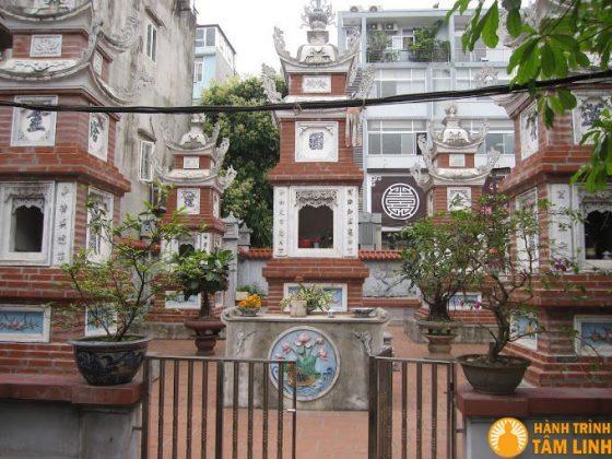 Tháp trong chùa