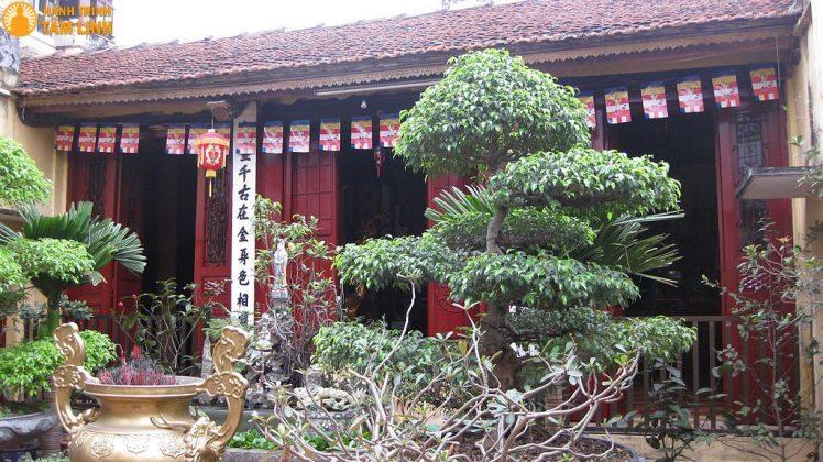 Tiền đường chùa Bà Ngô