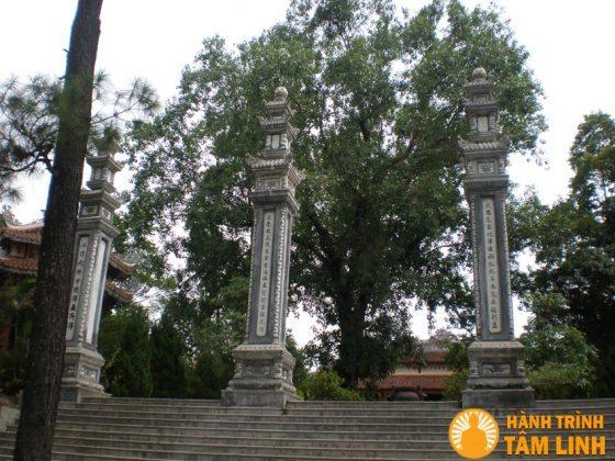 Trụ biểu của chùa