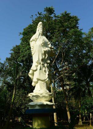 Tượng Quan Âm chùa Thiên Ấn