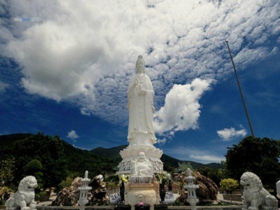 Tượng Quan Thế Âm chùa Pháp Lâm