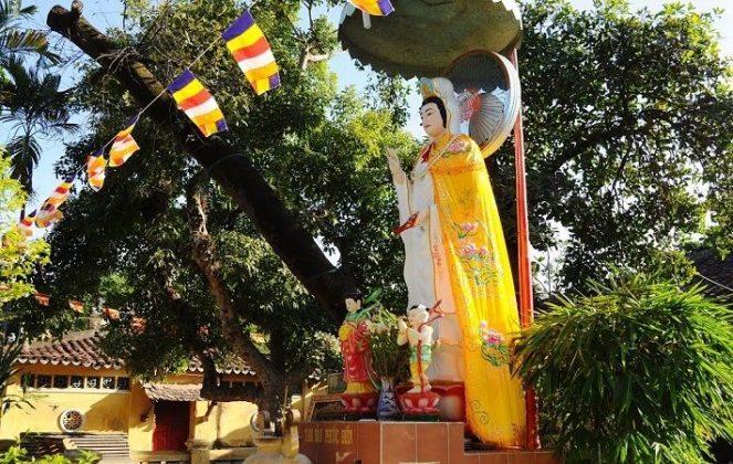 Tượng Bồ Tát chùa Giác Viên