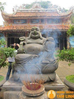 Tượng Phật di lạc chùa Tam Thai