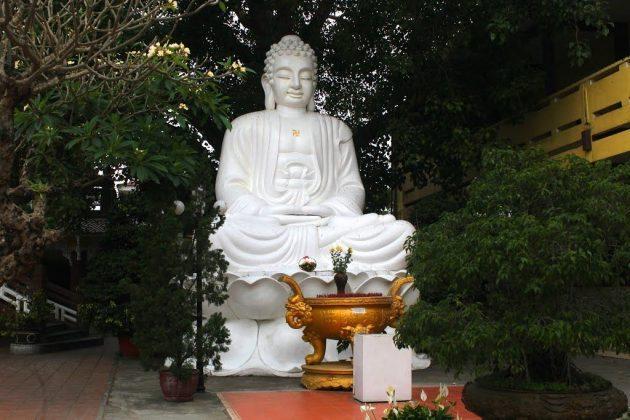 Tượng phật chùa Pháp Lâm