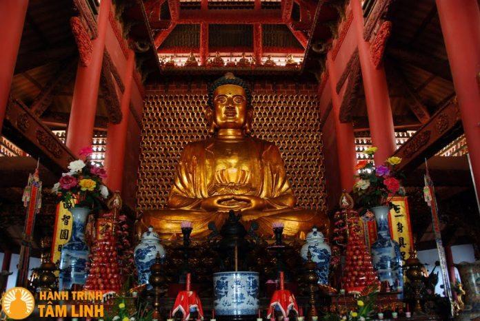 Tượng Phật Thích Ca Mâu Ni bằng gỗ lớn nhất Việt Nam