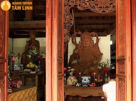 Tượng thánh hiền và hộ pháp chùa Trung Tự