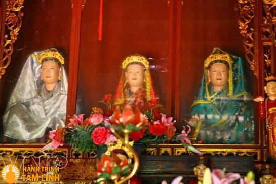 Ba pho tượng tam thế phật
