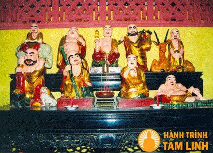 Bàn thờ La Hán chùa Hội Sơn